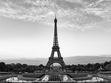 Tour Eiffel à Paris / noir et blanc sur Lorena Cirstea