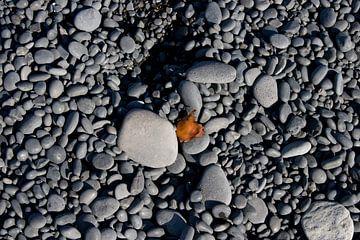 Stenen met roest von Dirk Veenhuis