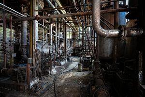 Rohre in einer verlassenen Fabrik.