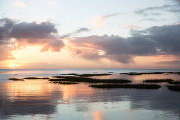 Wattenmeer-Sonnenaufgang bei Schiermonnikoog von Arjan Boer