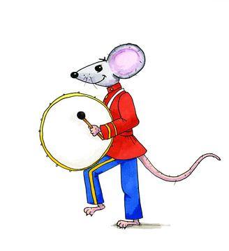 Illustratie van muis die op de trommel staat van Ivonne Wierink