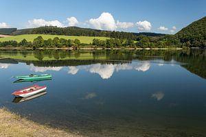 Diemelsee met bootjes, Duitsland