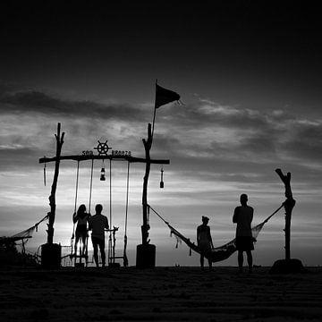 Sea Breeze in silhouette, Nusa Lembongan, Bali, Indonesië van Bertil van Beek