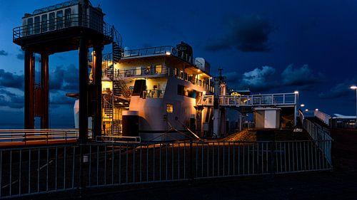 MS Friesland in de nacht