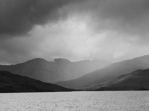Loch Morar in de Schotse hooglanden na een storm