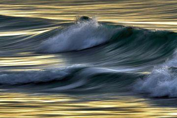 Wellen im Abendlicht von Bodo Balzer