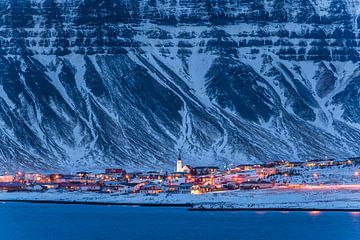 Grundarfjörður op het blauwe uur van Denis Feiner