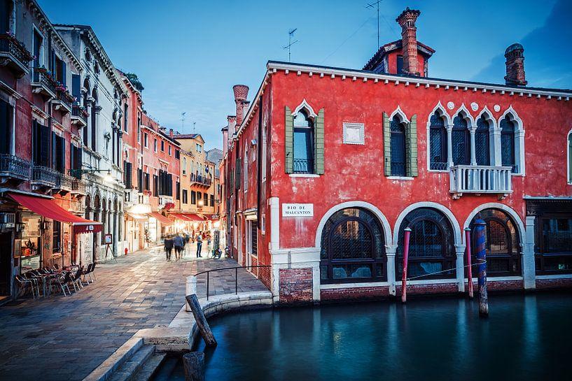 Blue Hour in Venice. van Alexander Voss