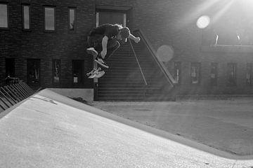 skateboarder zwart/wit sur bart vialle