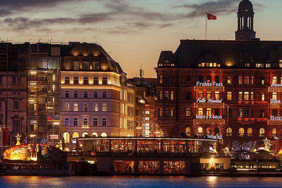 Jungefernstieg mit Weihnachtsbeleuchtung bei Abenddämmerung, Hamburg, Deutschland, Europa