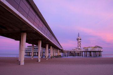 Zonsopkomst De Pier Scheveningen - Paarse ochtend von Rouzbeh Tahmassian