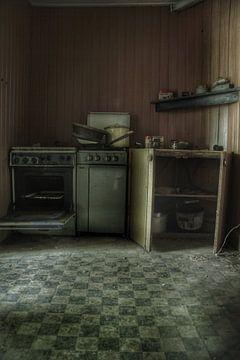 Een verlaten keuken in een verlaten huis van Melvin Meijer