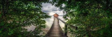 Märchenhafter Steg am See in Bayern von Fine Art Fotografie