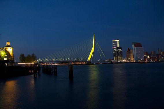 Rotterdam Erasmusbrug by night 2 van Dave Lans