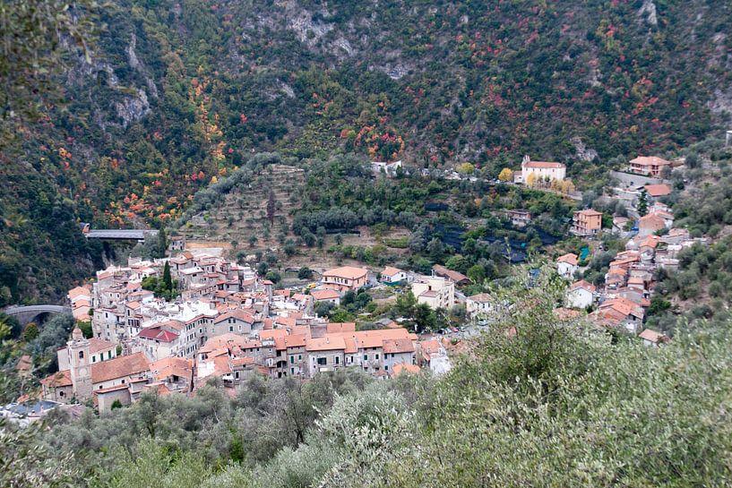 het dorpje Airole (Italië) van Arnoud Kunst