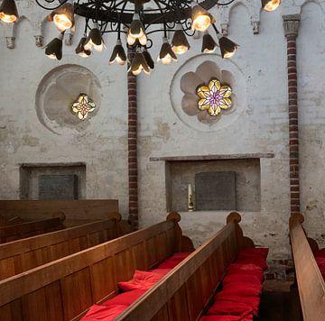 Romantisch kerkinterieur van Bo Scheeringa
