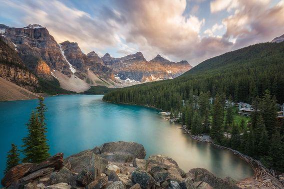 Zonsondergang aan Moraine Lake Canada