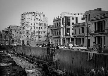 Kuba, Havanna, der Malecon-Boulevard in der Abenddämmerung von Maurits van Hout