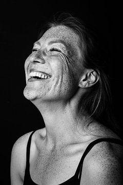 Aufrichtiges Lächeln mit Sommersprossen von Corine de Ruiter