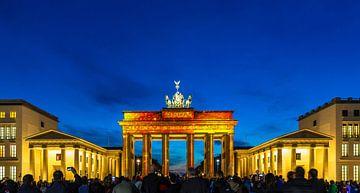 Das Brandenburger Tor in einer besonderen Beleuchtung, anlässlich eines Lichterfestes in Berlin. von Frank Herrmann
