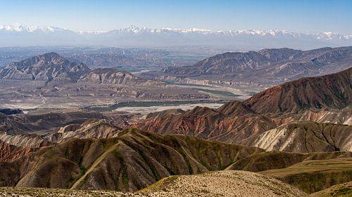 Panorama vanaf Toguz Toro Pas Kirgizstan van Daan Kloeg