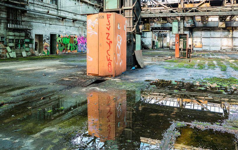Lost Place einer alten Fabrik in der ehemaligen DDR von Animaflora PicsStock