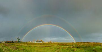 Regenboog bij molen De Bonte Hen, Zaandam, Noord-Holland, Nederland van Rene van der Meer