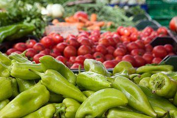 Groene paprika's op een markt in Mallorca van t.ART