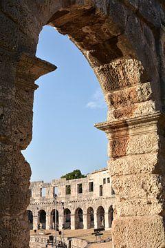 De wereldberoemde Arena in Pula aan de kust van de Adriatische Zee in Kroatië
