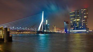 Erasmusbrug en De Rotterdam bij Nacht sur Dick Vermeij