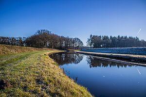 Spiegelgladde Schipbeek in de winter von Twentse Pracht