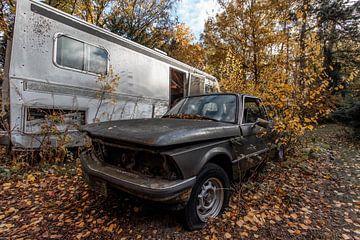 BMW im Herbst von Matthis Rumhipstern
