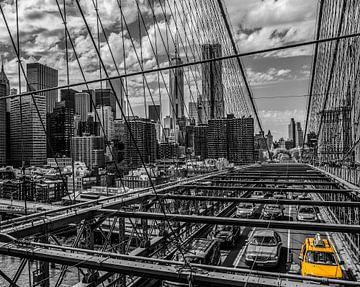New York, Brooklyn-Brücke mit Manhattan-Skylinen von Ruurd Dankloff