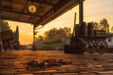 Zonsopkomst bij Station Simpelveld van John Kreukniet