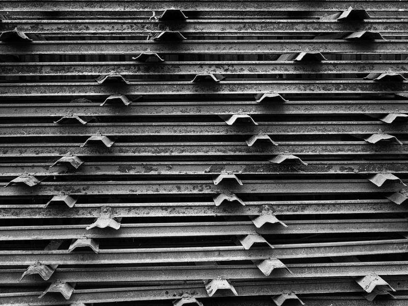 schwarze und weiße Metallstangen von Martijn Tilroe