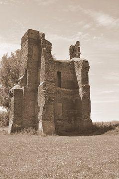 ruïne in de zomer sepia van Heleen de Silva