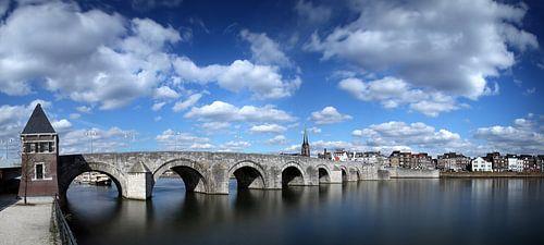 Sint Servaas brug Maastricht, kleur van