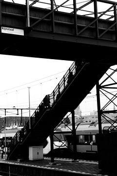 Loopbrug station Delft 2015 van Mariska van Vondelen
