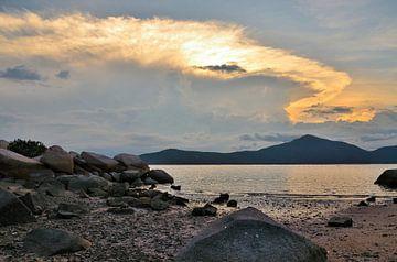 Zonsondergang Whale Island Vietnam van Jack Koning