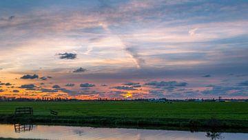 Weiland tijdens zonsondergang  van Richard Steenvoorden