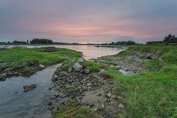 Sonnenuntergang an der IJssel in Windesheim, Provinz Overijssel