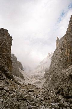 In den Wolken |Bergkette Dolomiten, Italien. von Wianda Bongen