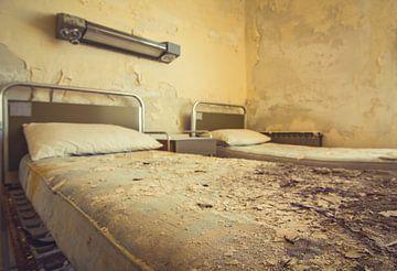 Sick bed II sur Tamara de Koning