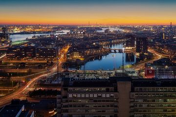 Rotterdam tijdens zonsondergang von Roy Poots