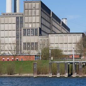 IJsselcentrale Zwolle met water, staand van Maike Meuter