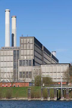 IJsselcentrale Zwolle met water, staand von Maike Meuter