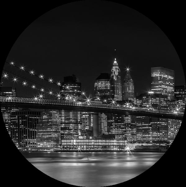 Nacht Skyline van MANHATTAN, de Brooklyn Bridge Panorama van Melanie Viola