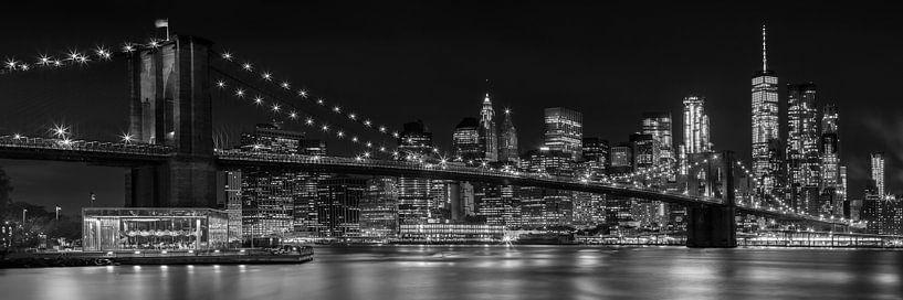 Skyline de nuit MANHATTAN Brooklyn Bridge Panorama sur Melanie Viola