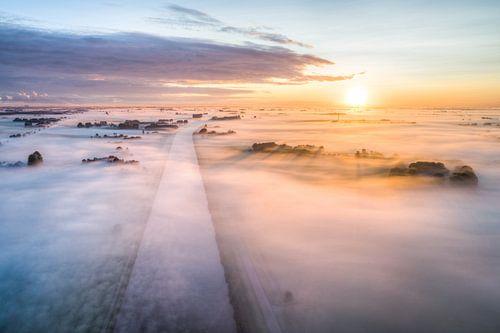 Mist boven Groningen van Frenk Volt