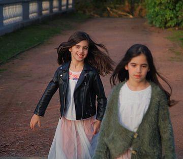 Sisters von Tatia Mogelashvili
